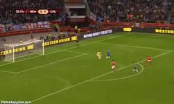Enlace a GIF: Sí, sí, gol de Torres en la final de la Europa League