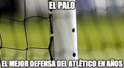 Enlace a El palo, el mejor defensa del Atlético en años