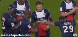 Enlace a GIF: Ovación de Lucas a Beckham en su último partido