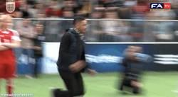 Enlace a GIF: Will, lo tuyo no es el fútbol