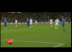 Enlace a VÍDEO: El golazo de Fernando Alonso en un partido benéfico