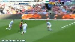 Enlace a GIF: Cesc se despide de la temporada con este golazo ante el Málaga