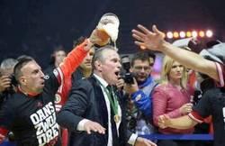 Enlace a Ribéry vengándose echándole cerveza a Heynckes