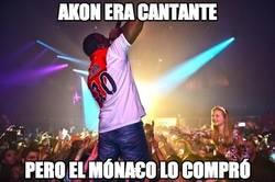 Enlace a Akon era cantante