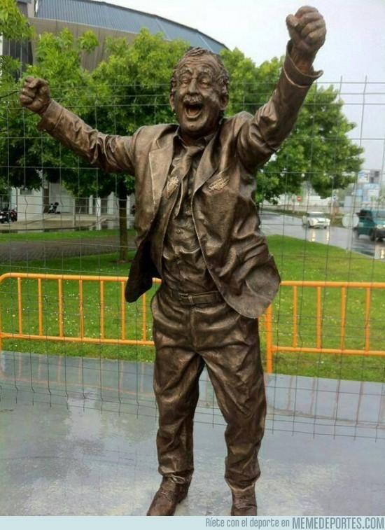 146631 - Estatua dedicada a Manolo Preciado