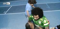 Enlace a GIF: Niño trolleando a Marcelo