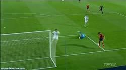 Enlace a GIF: Gol imposible de Morata sin ángulo ante Noruega