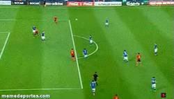 Enlace a GIF: El segundo de Thiago en la final, golazo