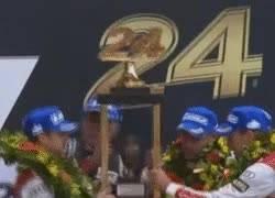 Enlace a GIF: Trofeo de las 24 Horas de Le Mans, más grande que los pilotos