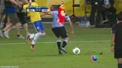 Enlace a GIF: Neymar frente Uruguay. Versión 1: Ken Vs Neymar