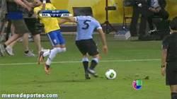 Enlace a GIF: Neymar frente Uruguay. Versión 6: Bruce Lee Vs Neymar
