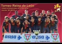 Enlace a VÍDEO: El portero del Infantil A azulgrana para 6 penaltis y marca uno