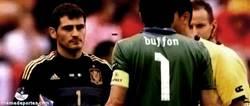 Enlace a GIF: Buffon y Casillas, momentos para la eternidad
