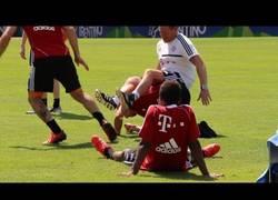 Enlace a VÍDEO: Ribery le gasta una broma a su preparador físico