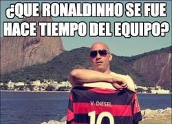 Enlace a ¿Que Ronaldinho se fue hace tiempo del equipo?