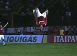 Enlace a VÍDEO: Celebra un Gol. Se lesiona. Genio