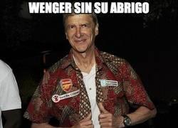 Enlace a Wenger sin su abrigo