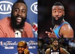 Enlace a Jugadores de la NBA en la rueda de prensa, ¿son todos miopes o unos hipsters?