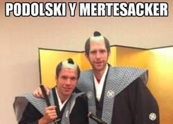 Enlace a Podolski, Mertesacker y su nueva vocación