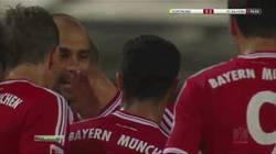 Enlace a GIF: Guardiola abofetea a Thiago, no sé si para animarle o como reprimenda