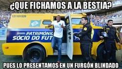 Enlace a Presentan de Baptista en el Cruzeiro, lo del furgón no sé si es por seguridad o por paripé