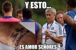 Enlace a El tatuaje de Mourinho no estaba acabado del todo, ahora sí, los amores de su vida en su muñeca