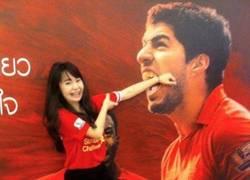 Enlace a Pobre Suárez, hasta los fans de su equipo se llevan un cachondeo con él...