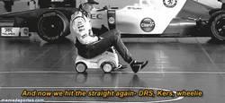 Enlace a GIF: Porque pilotar un F1 era demasiado mainstream