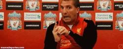 Enlace a GIF: Reacción de Rodgers al enterarse que Suárez quiere irse del Liverpool
