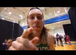 Enlace a VÍDEO: Bailes, bromas y canastones de los rookies 2013