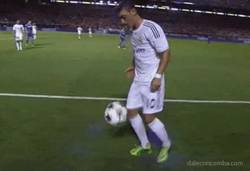 Enlace a GIF: Simple y llanamente Özil