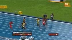 Enlace a GIF: Bolt vuela sobre Moscú
