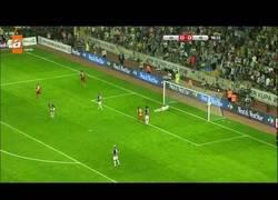 Enlace a VÍDEO: Drogba, sigue dando lecciones de killer, esta vez dio la Supercopa turca al Galatasaray