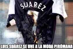 Enlace a Luis Suárez se une a la moda pirómana