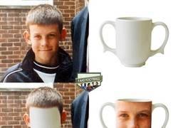 Enlace a Gareth Bale y una taza, separados al nacer