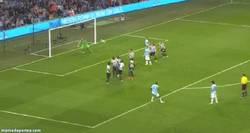Enlace a GIF: Golazo de Touré ante el Newcastle