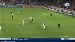 Enlace a GIF: Otro Golazo de la Real, Seferovic deja prácticamente sentenciada la eliminatoria. (0-2)