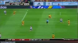 Enlace a GIF: Zarpazo de Villa contra el Barça, golazo en la Supercopa