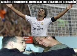 Enlace a A Raúl le hicieron el homenaje en el Santiago Bernabéu