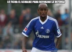 Enlace a Lo ficha el Schalke para reforzar la defensa