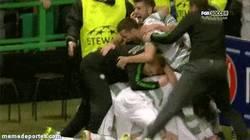 Enlace a GIF: Así celebra el entrenador del Celtic la gran remontada de su equipo