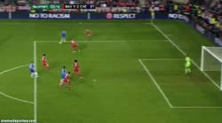 Enlace a GIF: Buena jugada de Hazard que marca ante la pifia de Neuer