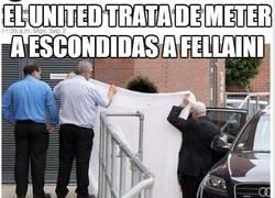 Enlace a El United trata de meter a escondidas a Fellaini