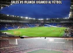 Enlace a Gales vs Irlanda jugando al fútbol/rugby