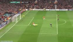 Enlace a GIF: Rooney, el FAIL de la noche de Champions