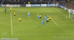 Enlace a GIF: Cuidado con el Napoli, se adelanta al Borussia mediante Higuaín