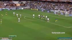 Enlace a GIF: Golazo de Jonathan de Guzman contra el Valencia