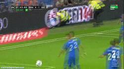 Enlace a GIF: Y con este golazo, Cristiano Ronaldo supera a Hugo Sanchez