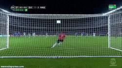 Enlace a GIF: 2ª gol de penalti de Cristiano. Sea robo o no, él nunca falla