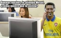 Enlace a Mesut Özil en un call center